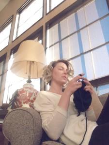 Katherine Heigl Knitting