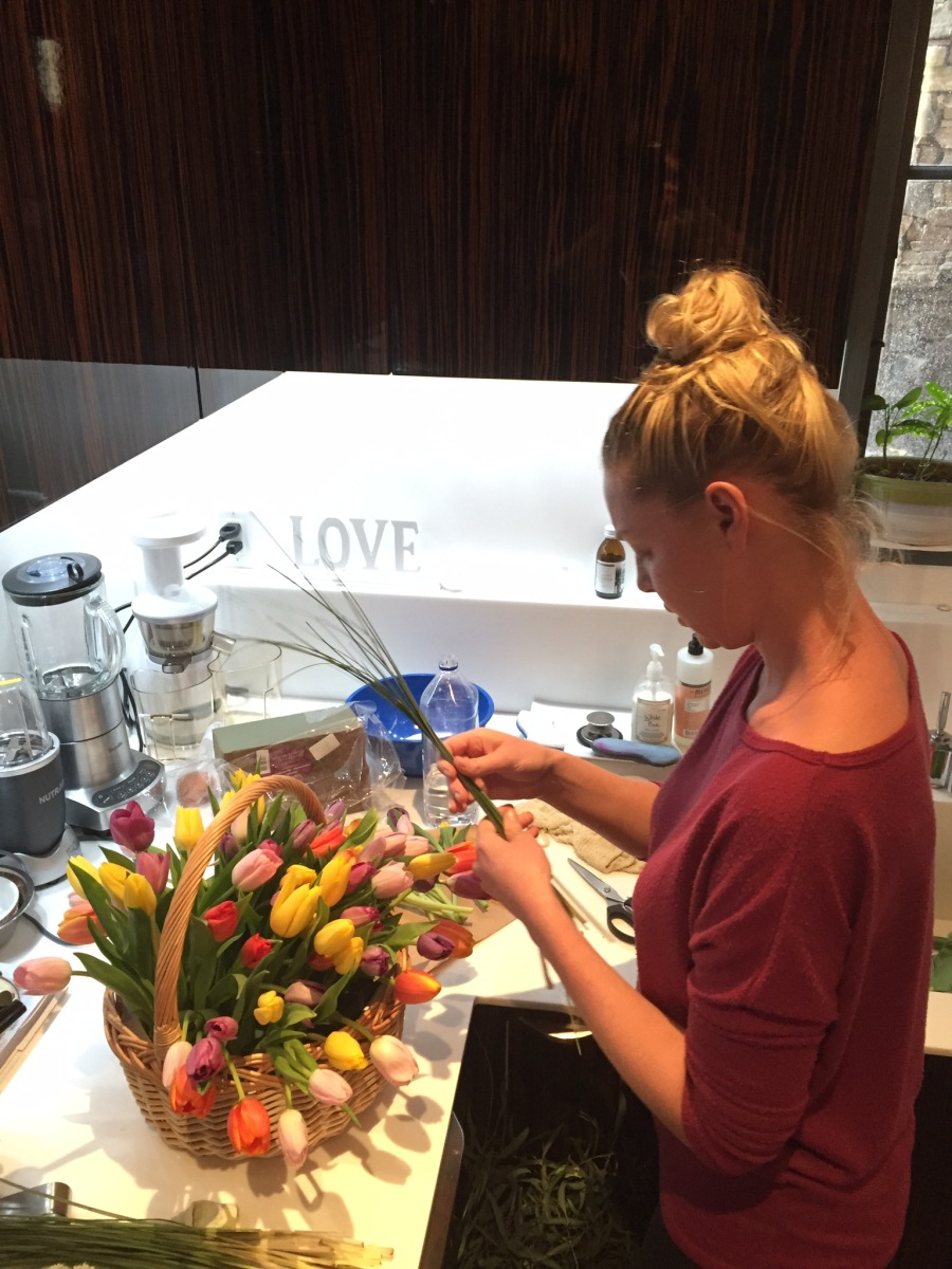Katherine Heigl Creating Tulip Baskets