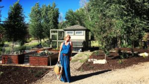 Katherine Heigl and her Prada straw diaper bag