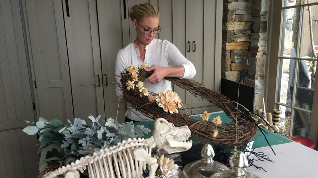 Katherine Heigl making her Halloween wreath