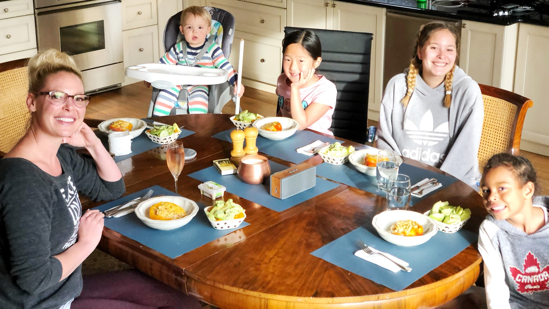 Family Meal - Katherine Heigl, Josh Jr., Naleigh, Madison and Adalaide